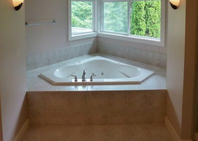 Master Tub Before 2